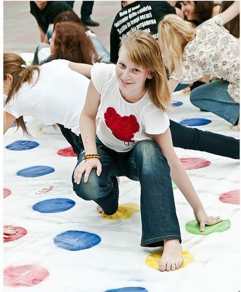 Twister! Ένα τρελό παιχνίδι Συγκέντρωσης & Επιδεξιότητας.