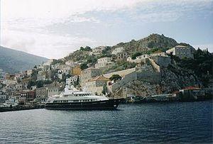 Η Ύδρα είναι νησί του Αργοσαρωνικού.