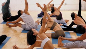 Η άσκηση «αγαπά» τις γυναίκες. Από την εφηβεία έως την εμμηνόπαυση