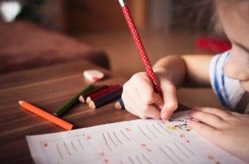 7 Τρόποι για να Βοηθήσεις το Παιδί που η Προσοχή του Διασπάται Εύκολα